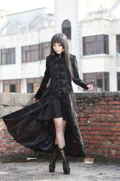photo n°1 : Manteau gothique femme en velours noir