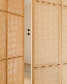 Little Design added a new photo. Door Design, House Design, Decoracion Vintage Chic, Zen House, Interior Architecture, Interior Design, Marble Fireplaces, Japanese Interior, French Chic