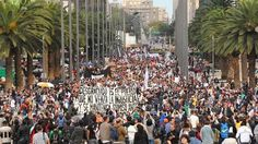 Para nosotros no hubo Navidad, ni tampoco habrá Año Nuevo hasta que no nos devuelvan a nuestros hijos con vida. Pero para el gobierno tampoco habrá paz, porque si es necesario se levantará una guerra, gobierno contra pueblo, aseguraron los padres de los normalistas de Ayotzinapa desaparecidos hace 3 meses en Iguala, Guerrero, en un templete instalado en el Monumento a la Revolución.