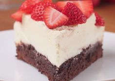 Strawberry Box Brownie Cheesecake Recipe by Tasty Cheesecake Toppings, Cheesecake Brownies, Cheesecake Recipes, Dessert Recipes, Strawberry Box, Strawberry Brownies, Chocolate Chip Brownies, Box Brownies, Chocolate Videos