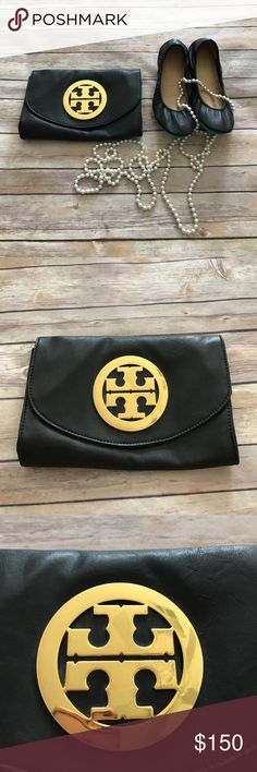 Tory Burch Amanda Clutch Tory Burch Amanda logo clutch in EUC. This does not come with a strap, but is otherwise in flawless condition! No flaws on the leather, and the inside is very clean. Bundle and save! Tory Burch Bags Clutches & Wristlets