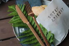Sommerliches Abendbrot - Jules kleines Freudenhaus Feta Salat, Foodies, Tableware, Kitchen, Summer Time Love, Cold Cuts, Brown Trout, Watermelon, Dinner Napkins