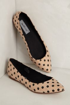 How classic are these? Flats, polka dots, pointed tips. These are just great. They are so elegant and feminine and can be worn as an everyday shoe! Want this in my closet!