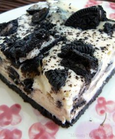 Oreo Cheesecake Bars (Perfect for my B-day) Köstliche Desserts, Delicious Desserts, Dessert Recipes, Yummy Food, Dessert Bars, Oreo Cheesecake Bars, Cheesecake Squares, Yummy Treats, Sweet Treats