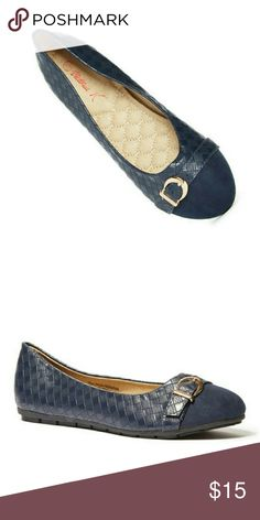 NiB Tory K Weaved Flats w.Buckle, Navy, b2234 Brand new Tory K basket-weave style ballerina flats in navt color, with a faux suede front and a stylish belt-like buckle. Soft cushioned sole, very comfortable, true to size. Tory K  Shoes Flats & Loafers