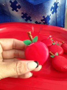 Back To School Snack Ideas... Apples and ABC Theme Babybel Cheese & Pretzels