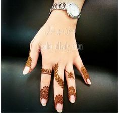 Simple Mehendi designs to kick start the ceremonial fun. If complex & elaborate henna patterns are a bit too much for you, then check out these simple Mehendi designs. Latest Finger Mehndi Designs, Mehndi Designs 2018, Modern Mehndi Designs, Mehndi Design Pictures, Mehndi Designs For Fingers, Henna Designs Easy, Beautiful Henna Designs, Mehndi Designs For Hands, Henna Tattoo Designs