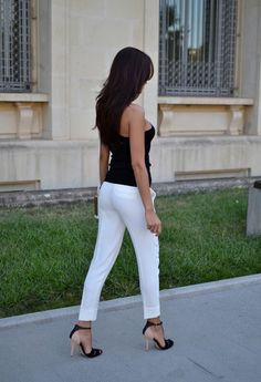 Black tank top, white pants and high heels - Beauty in HIgh Heels