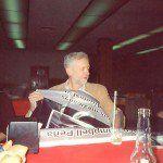 En mayo pasado, el ahora líder de los laboristas británicos, Jeremy Corbyn, ofreció una rueda de prensa en un Sanborn's de la colonia Roma, habló del caso Ayotzinapa. Como presidente del grupo de amistad México-UK en el Parlamento, había logrado que 54 legisladores (Members of Parliament)