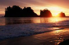 La Push Beach. Forks, Washington. soo beautiful, i want to go back so bad!