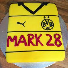 Und nochmal ne tolle Trikot Torte in den einzig richtigen Farben.. #bvb #bvb09 #echteliebe #reallove #cake #dortmund #torte #schwatzgelb