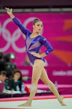 hhh Aly Raisman passes Jordyn Wieber to qualify for the all around competition. I am sooo happy with the results! Team Usa Gymnastics, Gymnastics Images, Gymnastics Floor, Gymnastics Poses, Olympic Gymnastics, Artistic Gymnastics, Olympic Team, Gymnastics Girls, Olympic Games