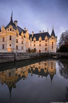 A network of one hundred monuments across France Beautiful Castles, Beautiful Buildings, Palaces, Monuments, Throughout The World, Around The Worlds, Iowa, French Castles, 3d Max
