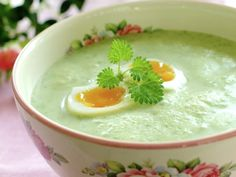 Nettle soup, go outside and pick your food! Healthy Recipes, Healthy Food, Pudding, Eggs, Breakfast, Ethnic Recipes, Desserts, Norway, Egg