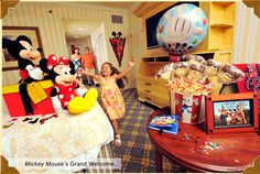 AMAZING Disney tips-including free touring guides and planning resources. Disney World Packing, Disney World Florida, Walt Disney World Vacations, Disney Parks, Disney Travel, Disney Cruise, Disney Time, Disney Fun, Disney Magic