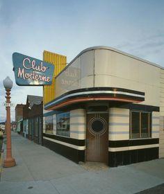 Since Club Moderne has been an Art Deco landmark in Anaconda, Montana. Since Club Moderne has been an Art Deco landmark in Anaconda, Montana. Art Deco Stil, Art Deco Home, Art Nouveau, Home Interior, Interior And Exterior, Interior Design, Ville New York, Estilo Art Deco, Streamline Moderne