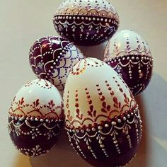 ukrainian easter eggs how to make Easter Egg Crafts, Easter Gift, Art D'oeuf, Polish Easter, Egg Shell Art, Easter Egg Pattern, Easter Egg Designs, Ukrainian Easter Eggs, Easter Traditions