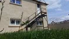 Le Conquerant Dives-sur-Mer Le Conquerant is a semi-detached holiday home with a garden, situated in Dives-sur-Mer in the Lower Normandy Region. The unit is 15 km from Deauville. Free WiFi is featured . A TV is provided.