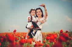 Sa ne pretuim traditiile si portul! Wedding Portraits, My Family, Romania, Couple Photos, Couples, Mariana, Couple Shots, Couple Photography, Couple