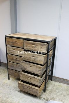 Old Barn Wood, Salvaged Wood, Recycled Wood, Cageots Vintage, Vintage Wood Crates, Wooden Crates, Crate Furniture, Metal Furniture, Furniture Ideas