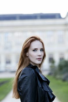 Hey there lovelies, I'm Simone Simons, lead singer of a band called Epica. I moved here just a little while ago with my band and some friends, we wanted to see what America was like. I'm witty with a touch of dry humour, and 23 years old. I love to sing, and I'm a little bit of a partier, so come and say hi.