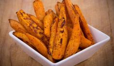 Love sweet potato fries but want to avoid all the grease? These healthier, Baked Sweet Potato Fries feature a savory spice blend are mega delicious. Healthy Cooking, Healthy Snacks, Healthy Eating, Healthy Recipes, Low Calorie Snacks, No Calorie Foods, Diet Foods, Real Food Recipes, Snack Recipes