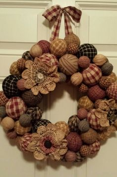 Primitive rag ball wreath - what a nice wreath Mehr How To Make Wreaths, Crafts To Make, Home Crafts, Diy Crafts, Wreath Crafts, Diy Wreath, Burlap Wreath, Wreath Ideas, Rag Wreaths