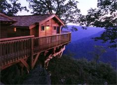 Five Virginia Glamping Destinations - Primland's Golden Eagle Tree House in Meadows of Dan is one amazing place. #BucketList #vaoutdoors