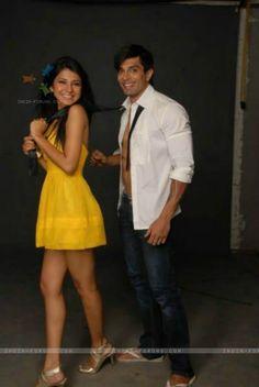 Karan and jennni Best Love Proposal, How To Clean Silver, Romantic Status, Jennifer Winget, Real Couples, Ranbir Kapoor, Celebs, Celebrities, Best Songs