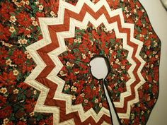 Quilting Tutorials: A free Christmas Tree Skirt pattern  An old post but wish I could find the pattern!!