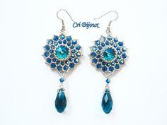 """Orecchini eleganti """"Rosoni"""" fatti a mano con perline argentate, gocce e cristalli swarovski blu  lunghi 8,8cm   Fatti con: cabochon Swarovski blu biconi Swarovski blu AB per - 15202103"""