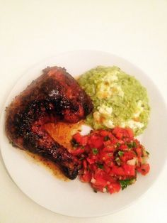 Pollo asado, arroz verde, pico de gallo