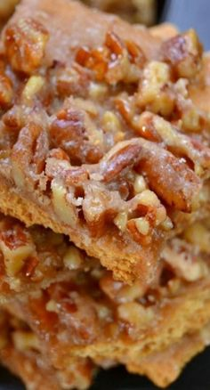 This Pecan Pie Bark recipe is so incredibly good and it just can't get any easier to make. This is the perfect creative dessert recipe for the holidays. Pecan Pie Bark Recipe, Pecan Recipes, Candy Recipes, Sweet Recipes, Holiday Recipes, Pecan Pies, Pecan Pralines, Pecan Pie Bars, Holiday Foods