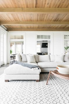 Minimalist living room design - Gorgeous Kiawah Island beach house showcases black and white accents – Minimalist living room design Coastal Living Rooms, My Living Room, Home And Living, Living Room Decor, Living Spaces, House And Home, Living Room With Sectional, Scandi Living Room, Tiny Living