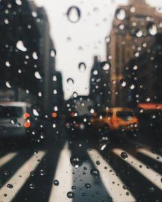 Rainy #NYC cab rides ✨