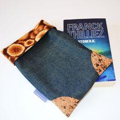 Le sac à livre ou tote à livre...et son tuto - La chouette bricole Creations, Crochet, Archive, Dressing, Crafts, Diy, Scrappy Quilts, Couture Sac, Sewing Lessons