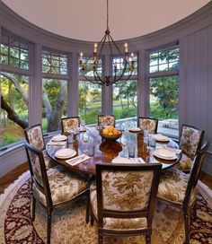 "Dining Room ""round Dining Room"" Design, Pictures, Remodel, Decor and Ideas Round Wooden Dining Table, Circular Dining Table, Dining Room Table, Round Tables, Wooden Chairs, Dining Area, Victorian Living Room, Traditional Dining Rooms, Beautiful Dining Rooms"