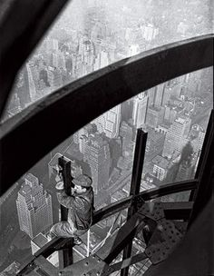 """""""Man on girders, mooring mast, Empire State building"""" 1931 from Lewis Hine"""