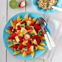 INDISK KYLLINGSUPPE MED EPLE, INGEFÆR OG CHILI | TRINES MATBLOGG Kiwi, Fruit Salad, Pineapple, Salads, Mango, Food And Drink, Dessert, Tableware, Recipes