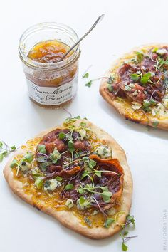 I am the designated pizza maker in the family. And while pizza is usually a Friday night affair, this Mother's Day I'll be making this fig preserve pizza. Fig Recipes, Italian Recipes, Real Food Recipes, Cooking Recipes, Healthy Recipes, Recipies, Fig Jam Pizza, Pizza Pizza, Quiches