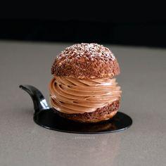Choux de Chocolate y Praline / Chocolate & Praline Choux Buns Praline Chocolate, Chocolate Hazelnut Cake, Chocolate Caramels, Chocolate Cream, Beaux Desserts, Fancy Desserts, Choux Buns, Lemon Curd Cake, Pastry Design