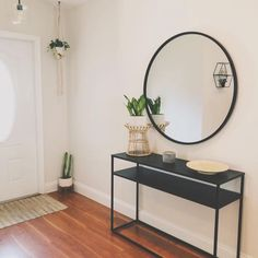 41 stylish entryway ideas you'll want to steal 4 Entryway Decor, Entryway Tables, Entryway Ideas, Entryway With Mirror, Home Staging, Interior Design Living Room, Living Room Decor, Yellow Home Accessories, Black Entry Table