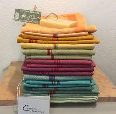 kauniin sävyiset värjätyt antiikki pyyheliinat . pellavaa ja puuvillaa . @kooPernu