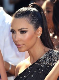 Kim Kardashian pulling off the sleek ponytail. Slicked Back Ponytail, Slick Ponytail, High Ponytail Hairstyles, Weave Ponytail, High Ponytails, Summer Hairstyles, Trendy Hairstyles, Weave Hairstyles, Wedding Hairstyles