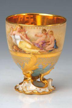 Prunktasse, Dresden, um 1900, türkisfarbener u. hellgelber Fond, feine bunte Bemalung von Venus mit Putten, durchbrochener Fuss, reiche Glanzvergoldung, H.ca. 9 cm
