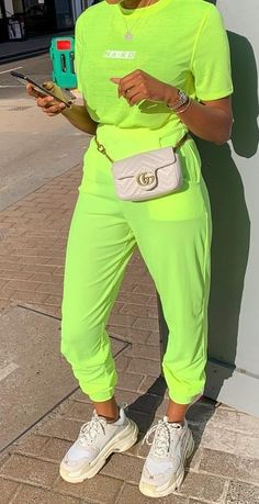 Neon Green Outfits, Rave Outfits, Swag Outfits, Trendy Outfits, Fashion Outfits, Green Fashion, Colorful Fashion, Love Fashion, Ropa Color Neon