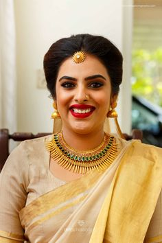 Gold necklaces have always been a go-to option for most brides. If you too are on the lookout for a gorgeous bridal gold necklace for your wedding jewellery, check out these latest gold necklace designs we spotted on real brides and celebs! Christian Wedding Sarees, Christian Bride, Christian Weddings, Gold Wedding Jewelry, Gold Jewelry, Bridal Jewellery, Gold Necklace, Marriage Jewellery, Bridal Necklace
