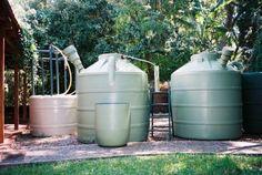 La fábrica comercializa biodigestores de 850 lts y de 3.000 lts, y tanques de agua de 1.000 lts y 3.000 lts.