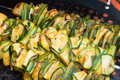 Grilled Zucchini Ribbons With Sriracha Marinade [Vegan] - One Green PlanetOne Green Planet Grilled Side Dishes, Vegan Side Dishes, Side Dish Recipes, Food Dishes, Dinner Recipes, Marinated Grilled Vegetables, Fajita Vegetables, Grilled Zucchini, Grilled Pizza