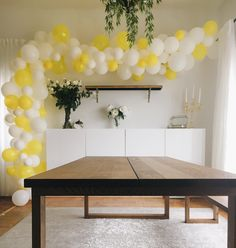 Yellow white balloon arch White Party Decorations, Balloon Decorations, Tennis Decorations, Bridal Shower Balloons, Gold Bridal Showers, Yellow Balloons, Large Balloons, Balloon Arch Diy, Balloon Garland